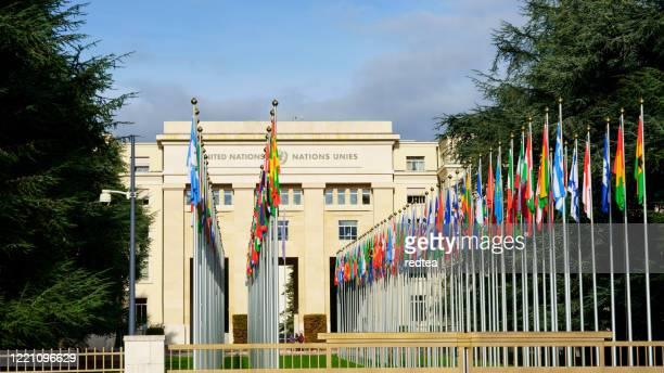 ein gebäude - diplomatie stock-fotos und bilder
