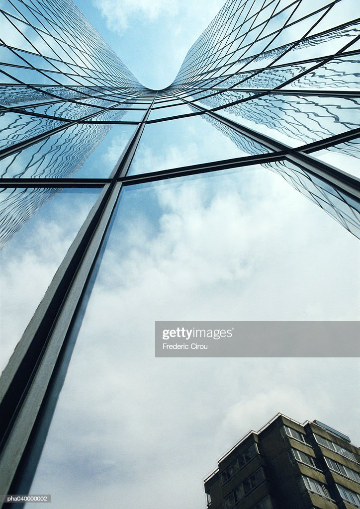 Building reflected in skyscraper's facade, low angle view : Stockfoto