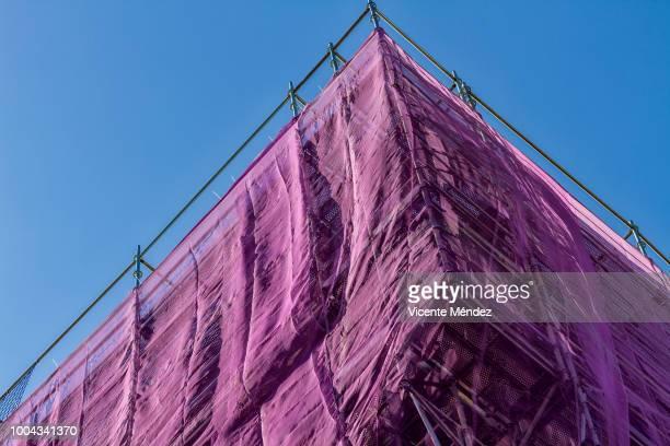 building scaffolding - vicente méndez fotografías e imágenes de stock
