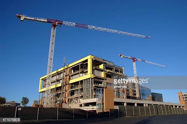 Bâtiment en Construction avec deux grues