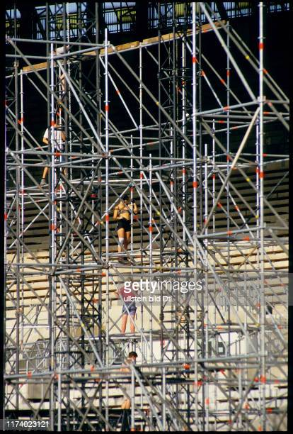 Building up stage for Guns N'Roses concert Vienna 1993