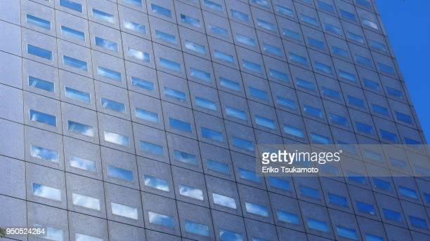 building windows reflecting sky - 角度 ストックフォトと画像