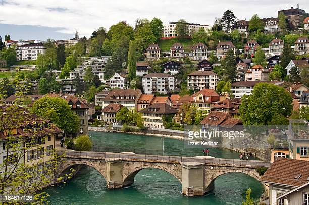 buildings  along aare river - ベルンカントン ストックフォトと画像