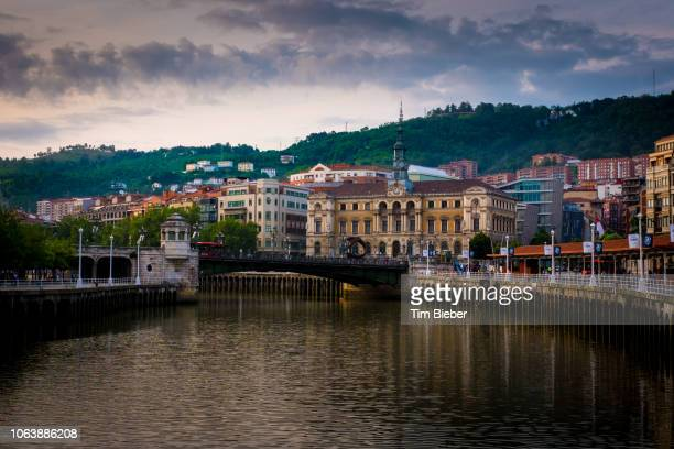 buildings along the nerving river in bilbao - hill range stock pictures, royalty-free photos & images