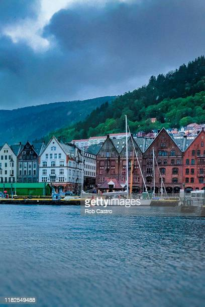 buildings along the port of bergen, norway - rob castro stock pictures, royalty-free photos & images
