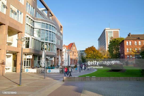 byggnader och restaurang lokalmanufaktur nära torget friedensplatz i dortmund - dortmund stad bildbanksfoton och bilder