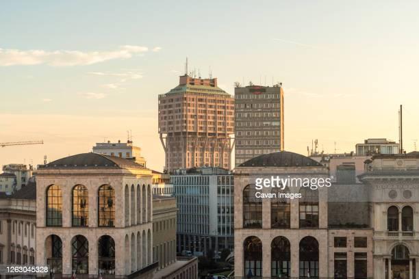 buildings at cathedral square duomo with torre velasca - milano foto e immagini stock