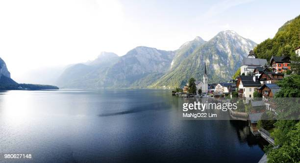 buildings at lake hallstatt with mountains in background, hallstatt, upper austria, austria - hallstatter see stock pictures, royalty-free photos & images
