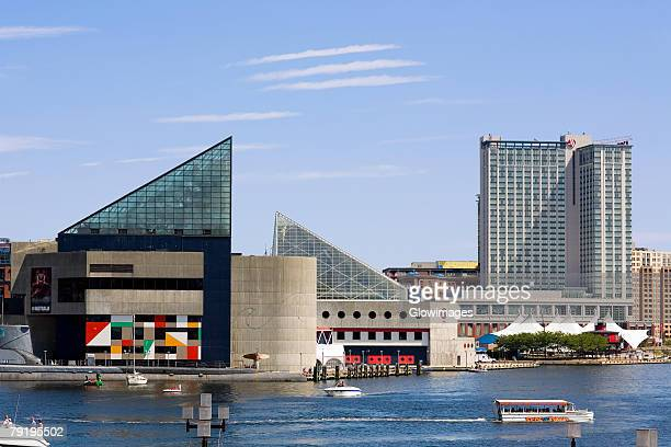 buildings at the waterfront, national aquarium, inner harbor, baltimore, maryland, usa - baltimore maryland - fotografias e filmes do acervo