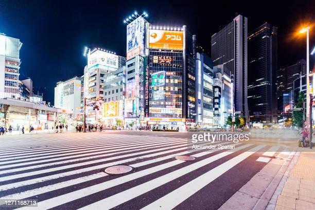 buildings illuminated with neon lights in shinjuku at night, tokyo, japan - 新宿区 ストックフォトと画像