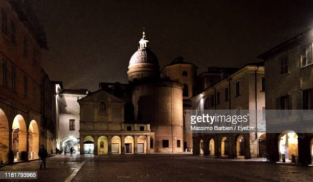 buildings in city at night - reggio emilia stock pictures, royalty-free photos & images