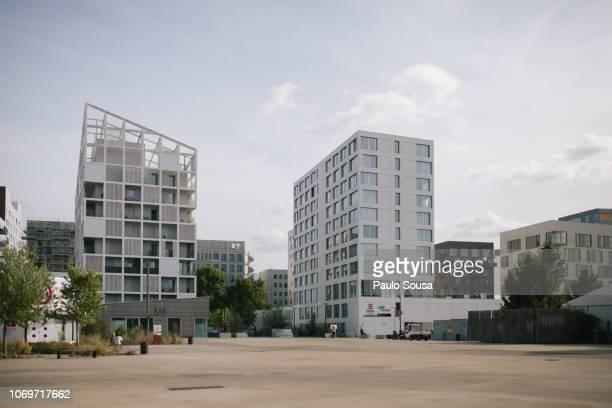 buildings in city - ナント ストックフォトと画像