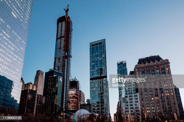buildings in new york city - new york stock exchange stock pictures, royalty-free photos & images