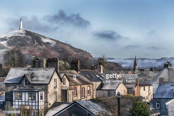 buildings in ulverston against sky - cumbria stock pictures, royalty-free photos & images