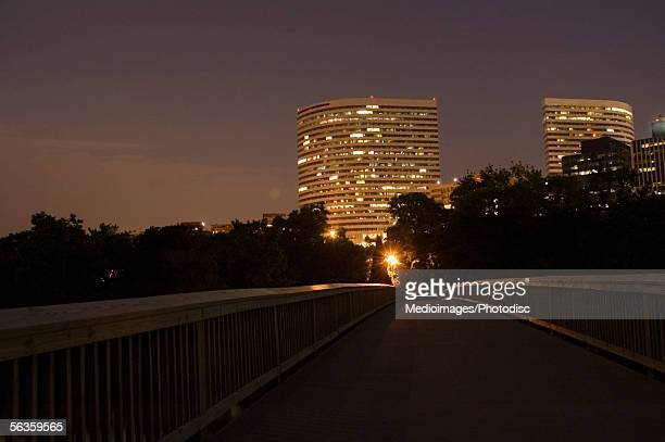 buildings lit up at night, rosslyn, virginia, usa - arlington virginia stock pictures, royalty-free photos & images