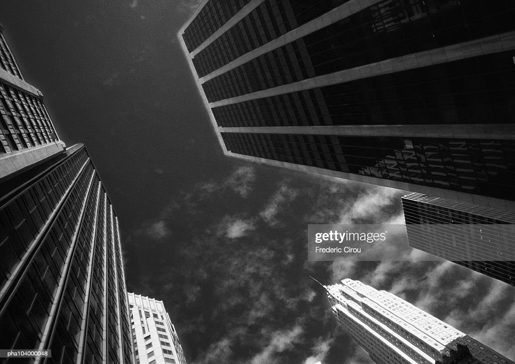 Buildings, low angle view, b&w : Stockfoto