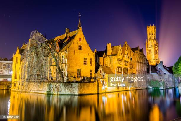 buildings on canal at night - bruges - bell tower tower stock pictures, royalty-free photos & images