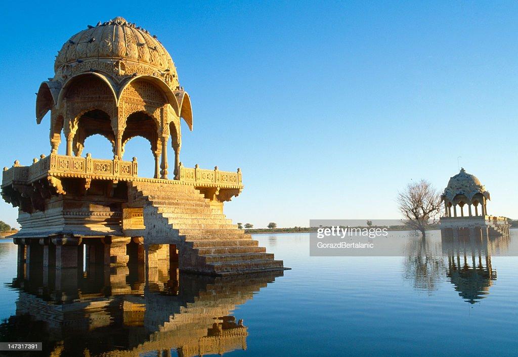 Buildings on Gadi Sagar lake in Jaisalmer, Rajasthan, India : Stock Photo
