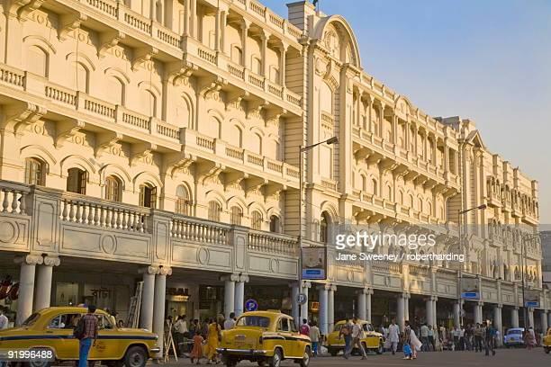 buildings on jawaharlal nehru road (chowringhee road), chowringhee, kolkata (calcutta), west bengal, india, asia - kolkata stock pictures, royalty-free photos & images