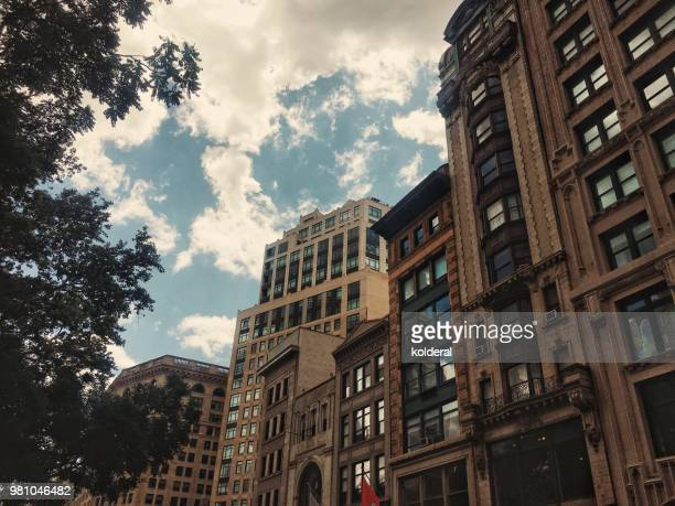 buildings on madison avenue in midtown manhattan - madison avenue stock pictures, royalty-free photos & images