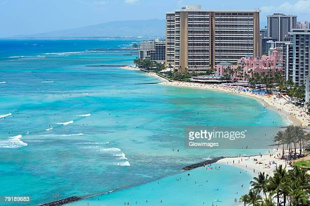 buildings on the beach, waikiki beach, honolulu, oahu, hawaii islands, usa - ワイキキビーチ ストックフォトと画像