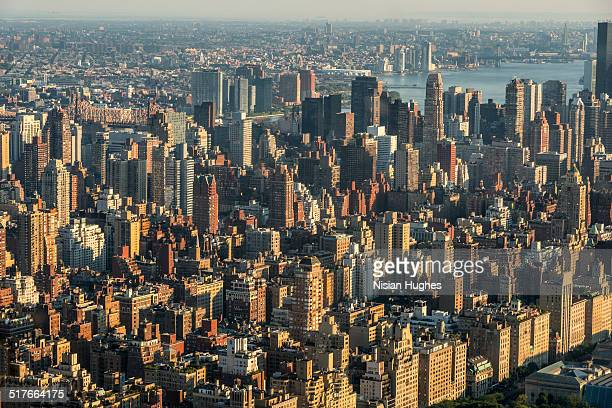 buildings on upper east side of manhattan - metropolitan museum of art new york city stock pictures, royalty-free photos & images