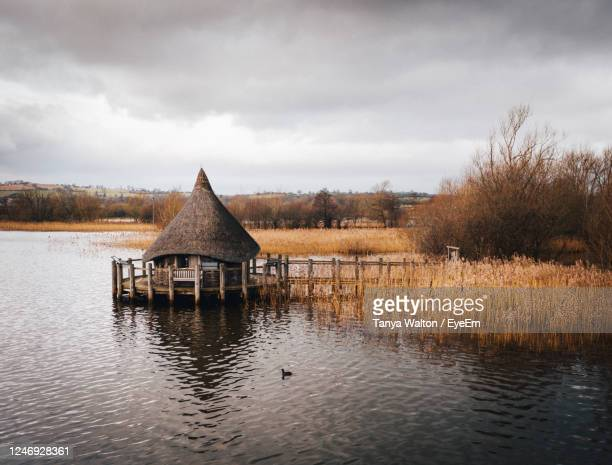 built structure by lake against sky - brecon beacons stock pictures, royalty-free photos & images