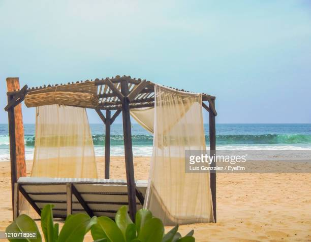 built structure on beach against clear sky - ゲレーロ州 ストックフォトと画像