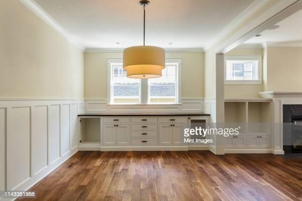 built-in shelves in dining room - accessorio per le lampade foto e immagini stock