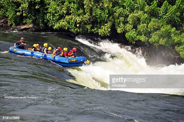 Cataratas de Bujagali, Uganda-Personas que practican rafting