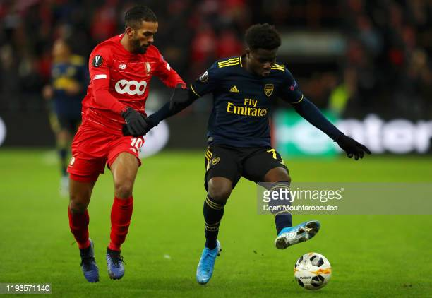 Bukayo Saka of Arsenal battles for possession with Mehdi Carcela of Standard Liege during the UEFA Europa League group F match between Standard Liege...