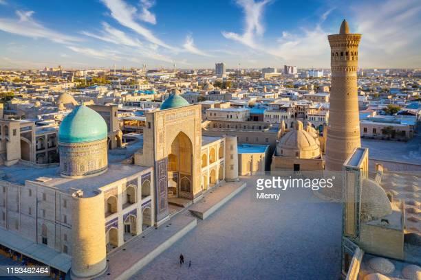 bukhara poi kalon complex bovenaanzicht minaret in oezbekistan - oezbekistan stockfoto's en -beelden