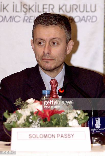 Bulgarian Foreign Minister Solomon Passy listens during a meeting with Turkish and Bulgarian businessmen in Istanbul 27 May 2004 AFP PHOTO/Cem Turkel