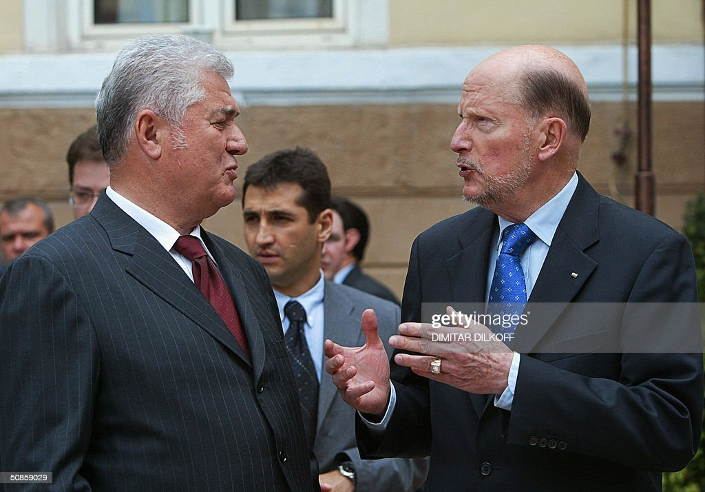 Bulgarian Prime Minister Simeon Saxe-Coburg (R) talks with Moldovian President Vladimir Voronin (L) prior to their meeting held in Sofia, 20 May 2004. Vladimir Voronin arrived on a two-day oficial visit in Bulgaria.