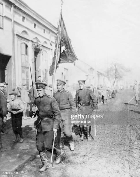 A Bulgarian regiment introduce a flag in a Macedonian village Zeitbilder 18/1916 Vintage property of ullstein bild