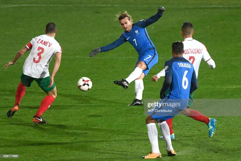 Bulgaria's defender Petar Zanev (L) looks on as France's forward Antoine Griezmann (C) shoots for goal during the FIFA World Cup 2018 qualifying football match between Bulgaria and France at The Vasil Levski Stadium in Sofia on October 7, 2017. / AFP PHOTO / Nikolay DOYCHINOV