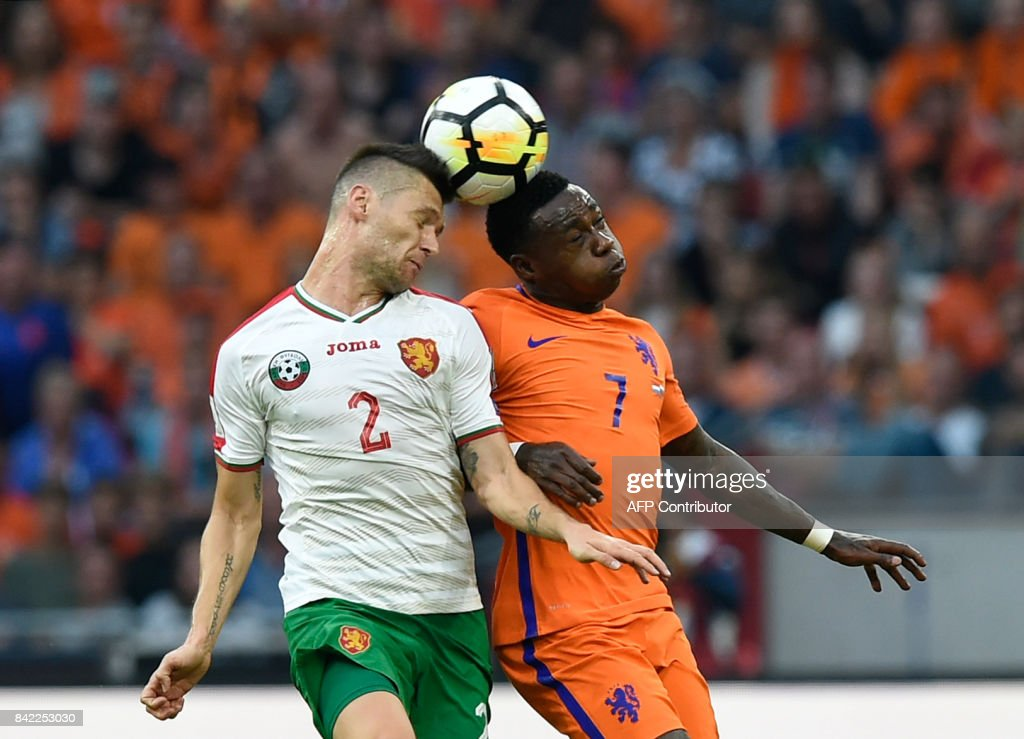 Bulgaria's defender Strahil Popov (L) heads the ball with the Netherlands' Georgina Wijnaldum during the 2018 FIFA World Cup qualification football match between the Netherlands and Bulgaria in Amsterdam on September 3, 2017. /