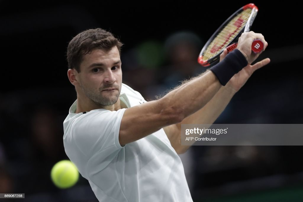 Bulgaria's Grigor Dimitrov returns the ball to France's Richard Gasquet during their second round match at the ATP World Tour Masters 1000 indoor tennis tournament on November 1, 2017 in Paris. / AFP PHOTO / Thomas SAMSON