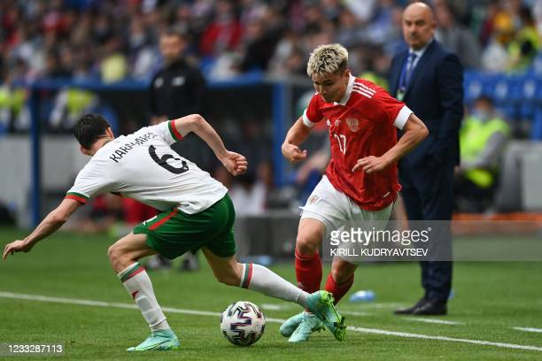 Bulgaria's midfielder Birsent Karagaren and Russia's midfielder Andrey Mostovoy vie for the ball during the friendly football match Russia v Bulgaria...