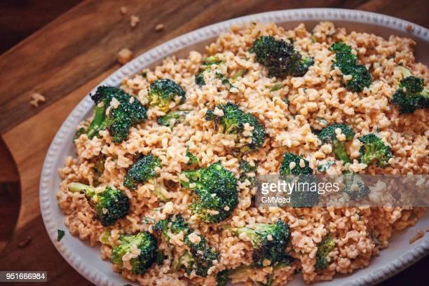 bulgur med broccoli och harissa yoghurt - bulgur bildbanksfoton och bilder