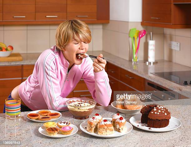 bulimic binge eating - bulimia - fotografias e filmes do acervo