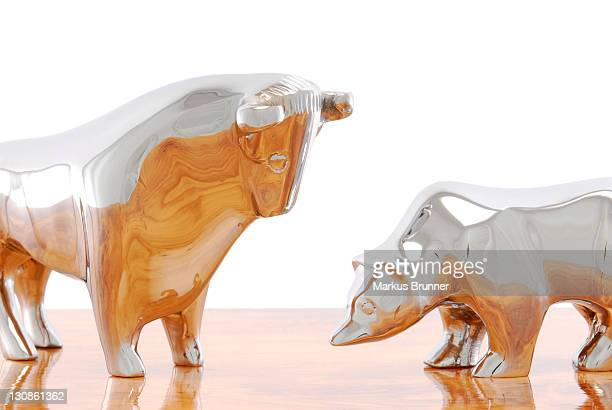 Bull and bear figurines, symbolic image for the stock exchange