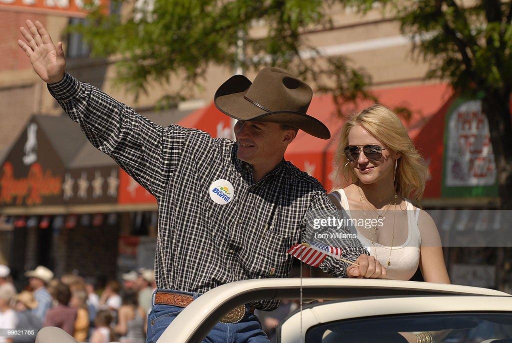 Bull rider Ty Murray and his girlfriend Jewel ride the