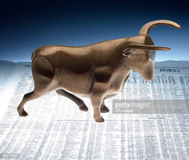 bull stock report - 雄牛 ストックフォトと画像