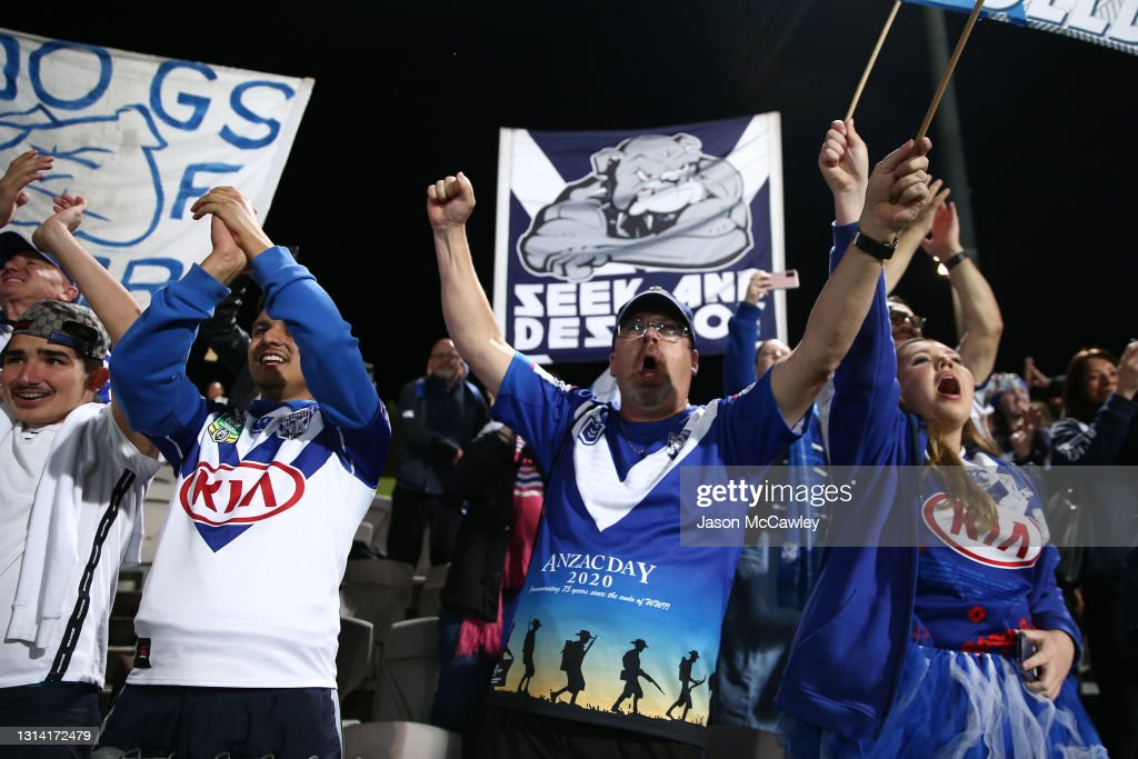 NRL Rd 7 - Sharks v Bulldogs : News Photo