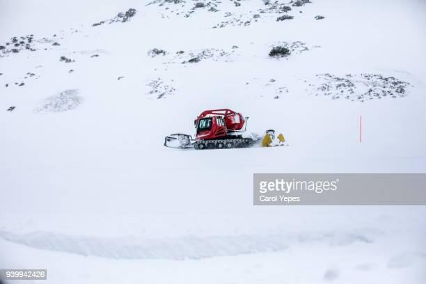 bulldozer removing snow - schneefahrzeug stock-fotos und bilder