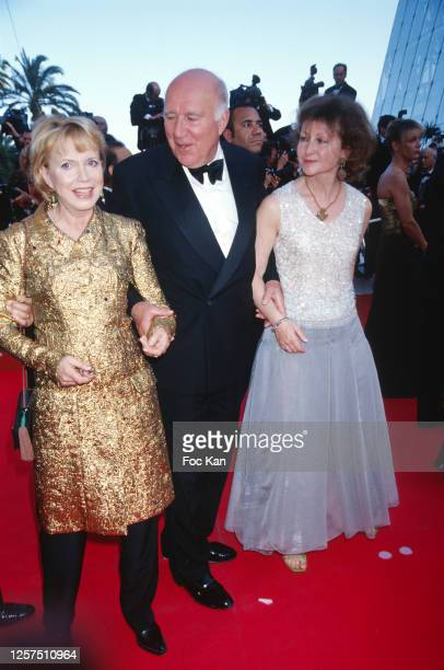 Bulle Ogier Michel Piccoli and his wife Ludivine Clerc attend the 54th Cannes Film Festival on May 2001 in Cannes France