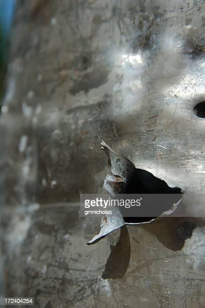 agujero de bala - agujero de bala fotografías e imágenes de stock