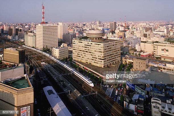 bullet train through tokyo - 昭和期 ストックフォトと画像