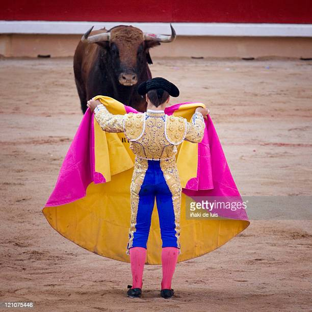 bullfight in sanfermin - fiesta of san fermin stock pictures, royalty-free photos & images